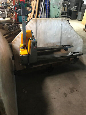 Electric Pallet Truck 3000 Lb Load Capacity Light Weight For Lift Gate Use
