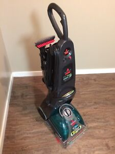 BISSELL DEEP-CLEANING CARPET SHAMPOOER