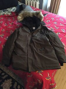 Men's Medium Canada Goose Parka, barely used.