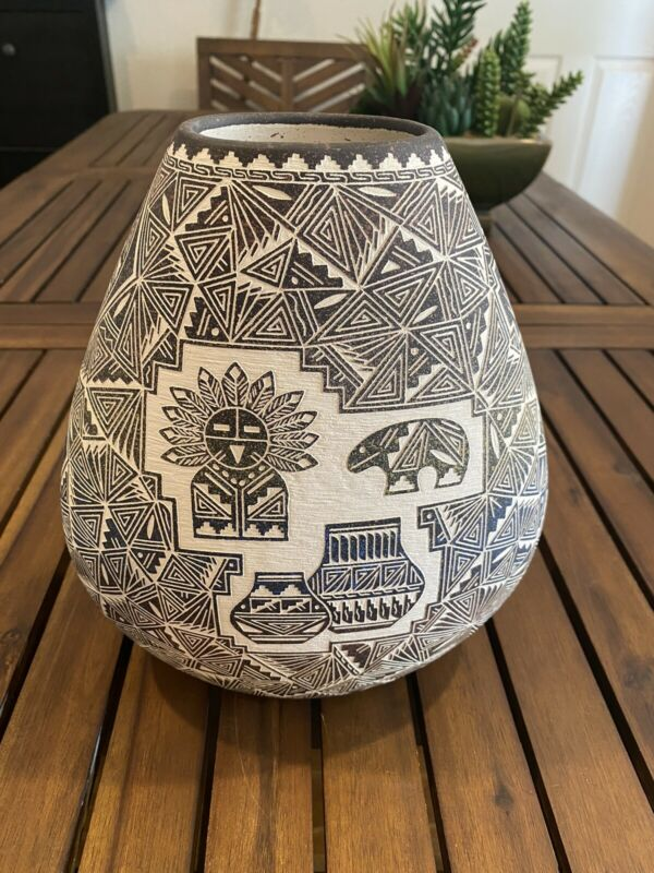 NATIVE AMERICAN ACOMA POTTERY BY E. GARCIA JR. NEW MEXICO'03 ETCHED