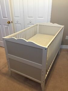 4-in-1 crib with mattress and baby bath tub