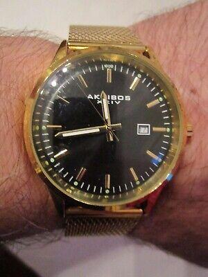 AKRIBOS XXIV WATCH - GOLD TONE WITH BLACK FACE - HEAVY - RUNS GREAT - TUB SC