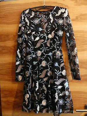 Mädchen Kleid Lipsy schwarz mit blauen und weißen Blumen Blättern Gr. 34 S