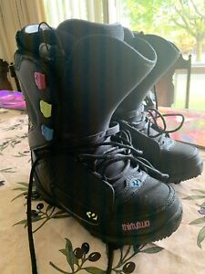 Thirty two women's lashed snowboard boots 9.5