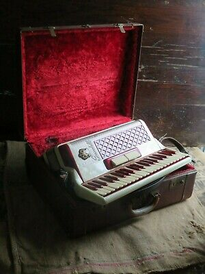 VINTAGE SCANDALLI ACCORDION MONARCH JR ORIGINAL LEATHER CASE ITALY RED  PEARL