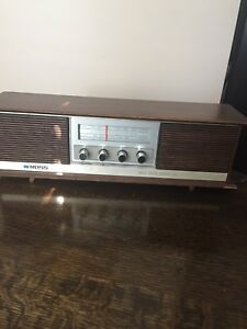 "Vintage ""Ross"" table radio"