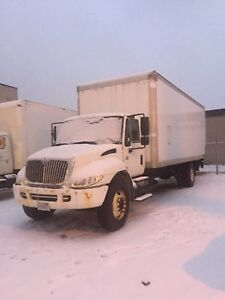 2004 International 4300 DT466 24' Box with Tailgate