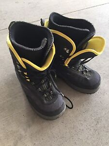 FREE ladies snowboard boots size 10