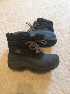 North face waterproof winter boots - size 7 (boys/men's)