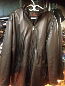 Brand new Danier leather XL men's coat 400$