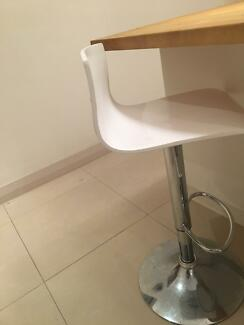 3 x white and chrome bar stools. Pick up only.