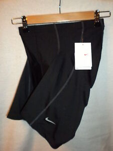 NEW! 60% OFF! NIKE Fit Dry TEAM Padded Bike shorts Woman's Medium Spin Black