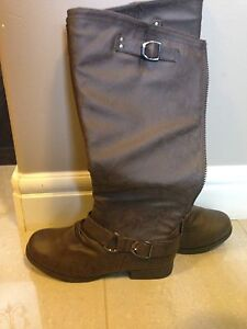 Ladies brown leather boots size 9