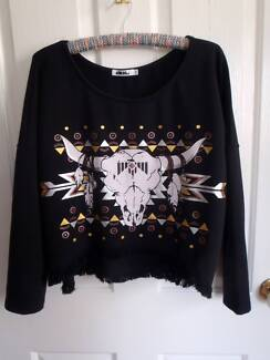 Mooloola Black Crop Steer Skull Beach Sweater Size M Lake Macquarie Area Preview