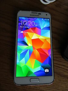 Excellent Condition Unlocked Samsung S5 with charger/case