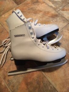 Figure skates with guards - size 2