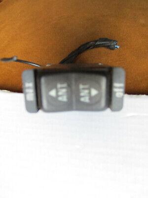 Schalter elektrische Antenne  Mercedes W126 / W123  0028209910   mit Kabel