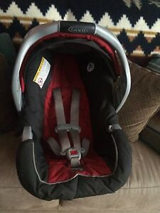 Boy graco car seat, base and stroller 3 in 1 Peterborough Peterborough Area image 5