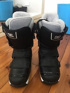 Women's DC snowboarding boots - size 7 Adamstown Heights Newcastle Area Preview