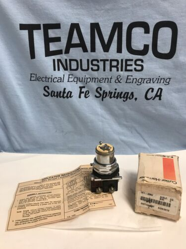 CUTLER HAMMER, 10250T5971, ILLUMINATED SELECTOR SWITCH, 2 POSITION 120VAC NEW