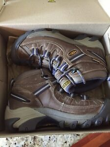 New in box- Women's Keen Targhee II hiking boots