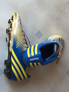 Adidas boys size 6 soccer shoes