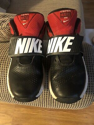 NIKE Team Hustle D8 Leather Black Red Basketball Shoes Youth Boys Size 5y