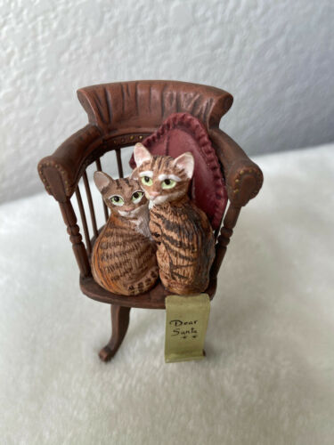 1990 ENESCO IVORY CATS HOLIDAY with ORNAMENT (Collectible) Printed In Hong Kong