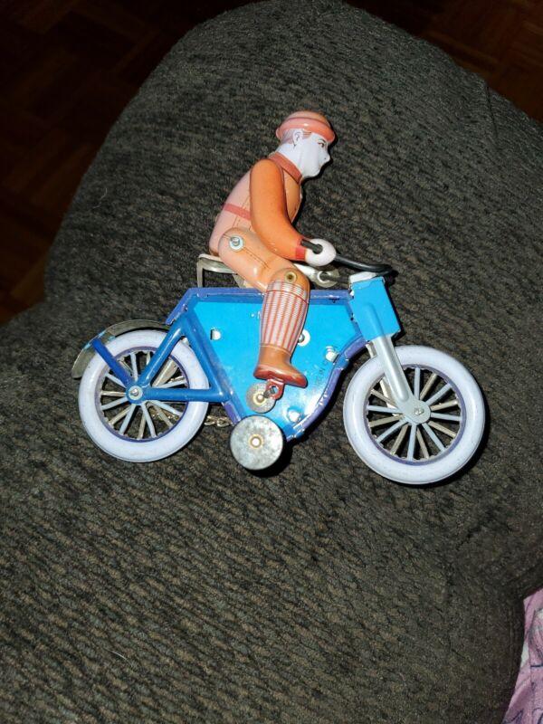 TIN TOY MECHANICAL WIND-UP Guy On Bike. MS433