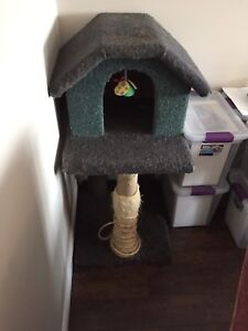 Cat tree/house / scratching post