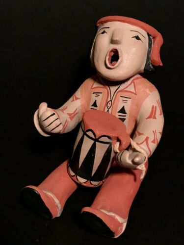 ADA SUINA (b.1930- ),FINE STORYTELLER POLYCHROME POTTERY DOLL W/ DRUM,EXCELLENT!