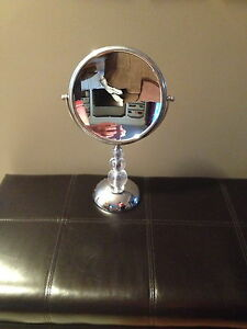 7x magnifying mirror