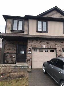 Gorgeous Townhouse 4 Rent available asap