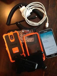 Samsung Galaxy S5 w/OB Def. and auto chgr