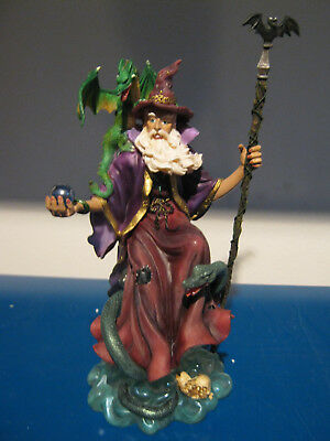 Zauberer mit Fledermausstab,Kugel und Drache auf der Schulter,tolle Fantasyfigur