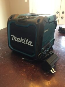 Makita DMR 200 bluetooth speaker w/ charger BRAND NEW!