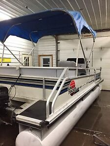 18' Pontoon Boat. Bass Buggy