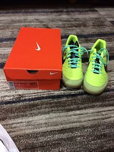 Nike tiempo indoor soccer shoes 11.5 adult