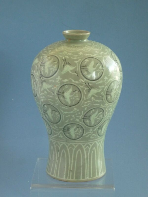 Korean Koryo Dynasty 12th to13th century birds Pattern vase