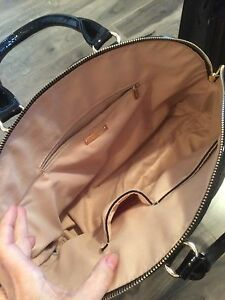 perfect condition hand bags  Kitchener / Waterloo Kitchener Area image 2