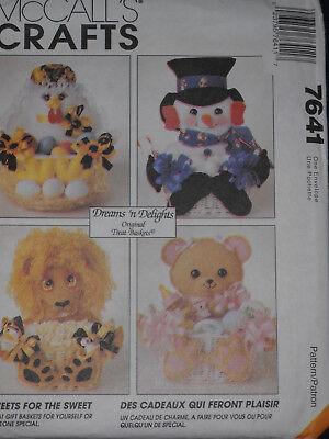Seasonal Gift Baskets Santa Easter Baby Dog Snowman McCalls 7641 Sewing Pattern