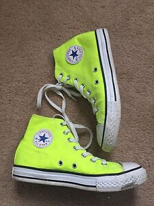NEON CONVERSE//YOUTH SIZE 5
