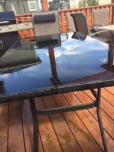 Patio table w/ umbrella hole and 6 stackable chairs
