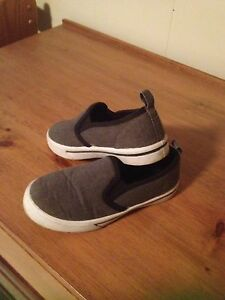 Boys shoes size 10- like new!