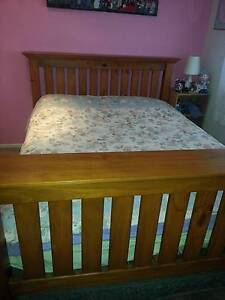 Rose Cottage Queen size bed Eatons Hill Pine Rivers Area Preview