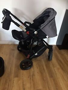 Safety First wanderer X 3 wheel stroller and bassinet Southern River Gosnells Area Preview