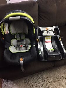 7 month old Chicco car seat/stroller combo  Cambridge Kitchener Area image 1