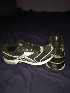 Size 10 men's reebok running shoes