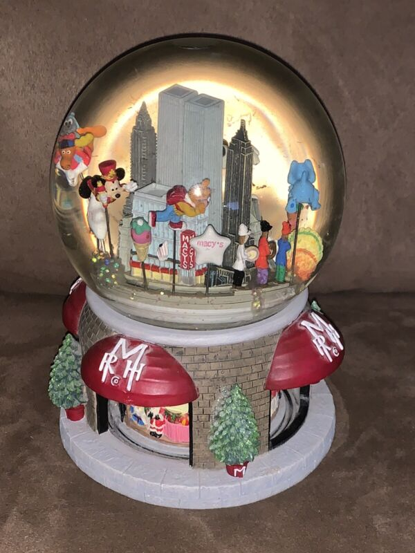 Macys Thanksgiving Day Parade Musical Snow Globe Ltd. 2000 Edition Twin Towers