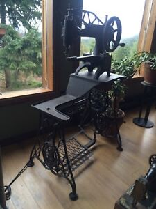 Late 1800s singer industrial sewing machine on treadle.